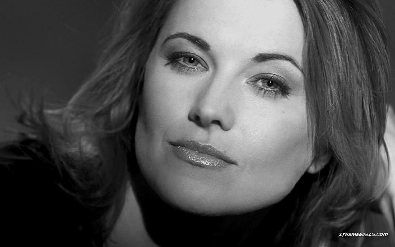 Lucy Lawless - Photo Set